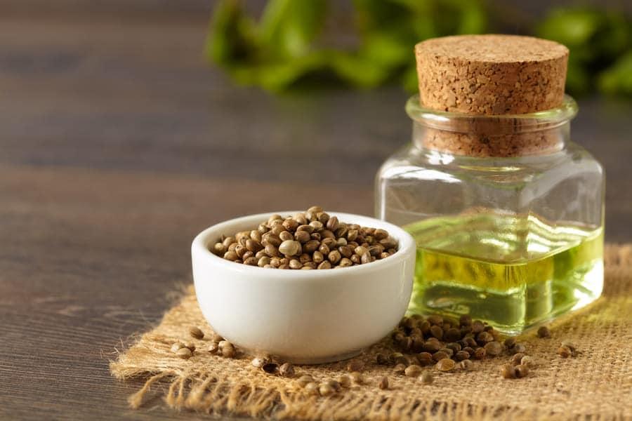 Конопени семена, от които се получава конопеното масло/олио.