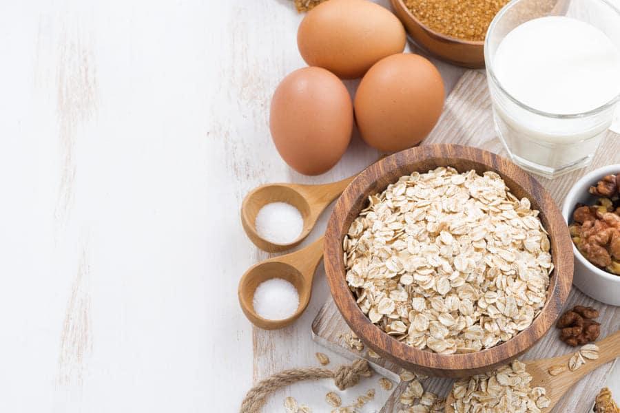 Овесена каша, яйца и други продукти, с които можем да се приготвим вкусна и здравословна закуска.
