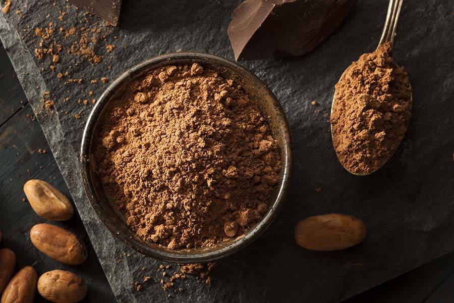 Какаов прах, смялн от какаови зърна. Какаото - приготвяне от зърна на какаово дърво.