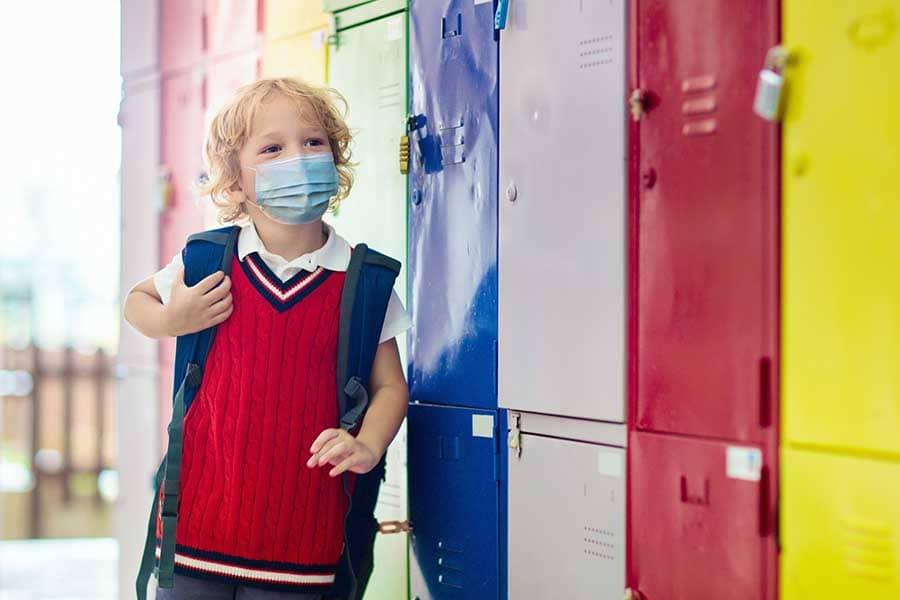 MflДецата и защитните маски.